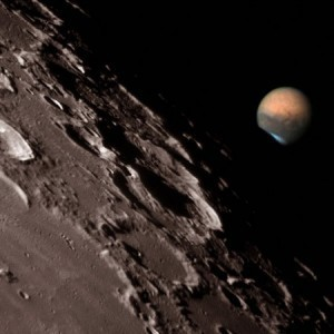 The 2008 Lunar occultation of Mars gives a better comparison of their relative sizes in the sky. Credit: Ron Dantowitz